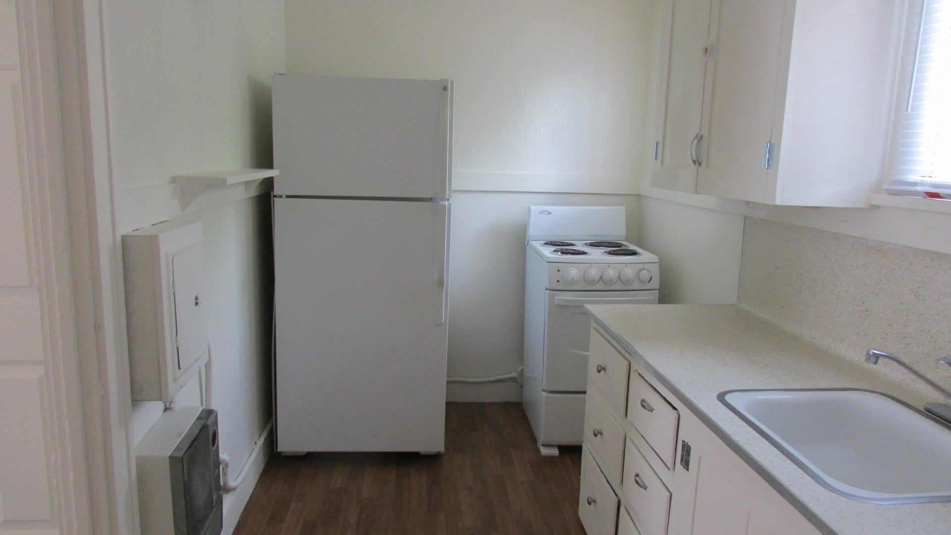 723 W Lewis Studio Apartment